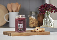 Load image into Gallery viewer, Yankee Candle Large Jar Candle Home Sweet Home