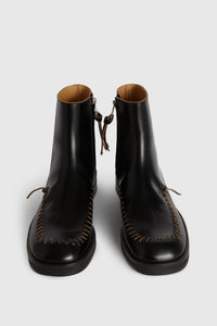Ankle boots with interlaced trim