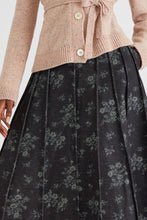 Load image into Gallery viewer, Floral denim pleated skirt