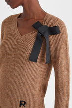 Load image into Gallery viewer, Alpaca jumper with ribbon