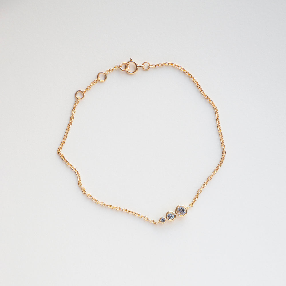 Alaia bracelet handcraftedcph solid 9k gold massiv guld safir sapphire graduating sizes diamond cut chain simple