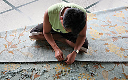 hand finishing of area rug for Amala Carpets