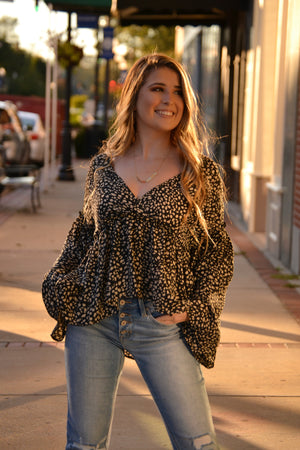 Load image into Gallery viewer, Mia leopard print Top, Bijoux Vibes boutique Elizabeth City