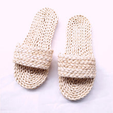將圖片載入圖庫檢視器 New Couple Straw unisex house slippers