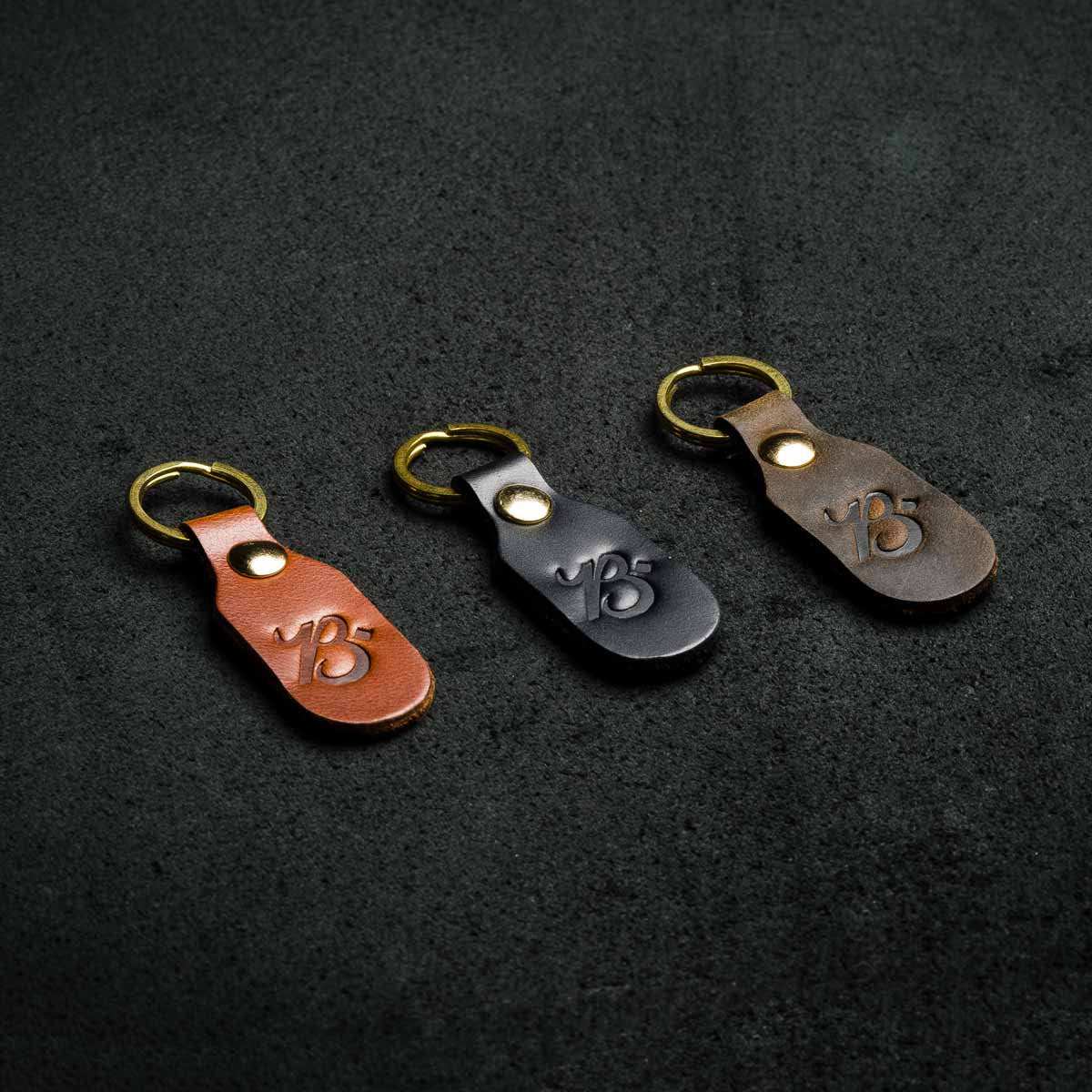 Chaveiro - B KEYCHAIN ENGRAVED - BRAVEMAN LEATHER GOODS