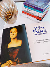 Load image into Gallery viewer, Coffee table book - THE PITTI PALACE COLLECTIONS, carte de Alexandra Bonfante-Warren