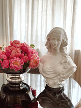 Load image into Gallery viewer, Bust LADY Catherine the Great - decorațiune din ipsos