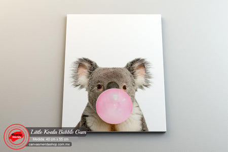 Koala bebe con chicle rosa - Canvas Mérida Fine Print Art
