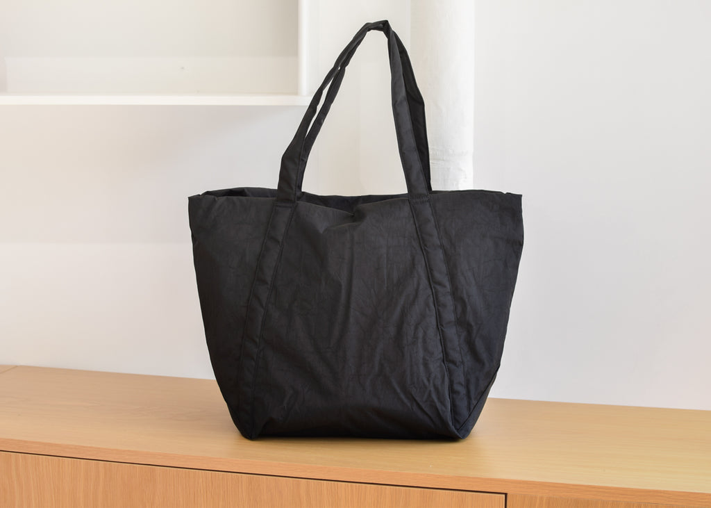 The Baggu Cloud Bag in black from Commonplace design shop.
