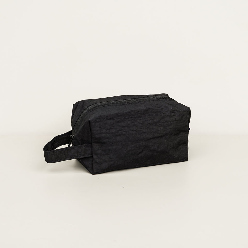 The Dopp Kit by Baggu in black color.