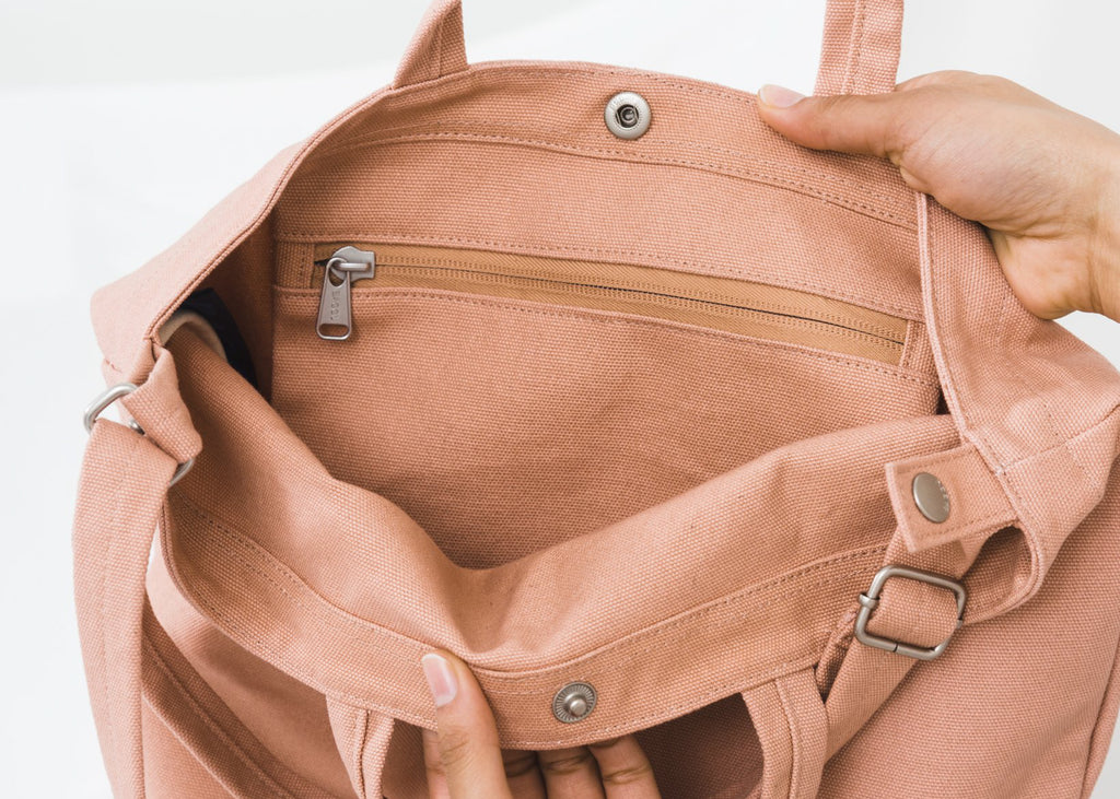 The interior zip pocket of the Baggu Duck Bag in Canyon.