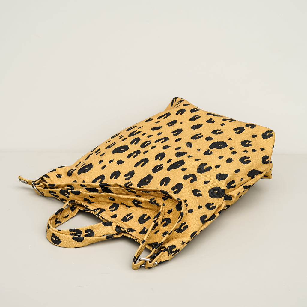 The Duck Bag shopping tote from Baggu in Leopard.