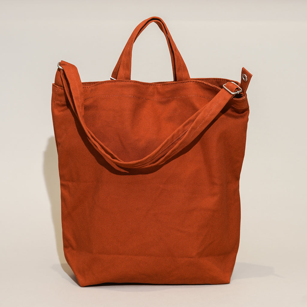 The Duck Bag from Baggu in Umber.