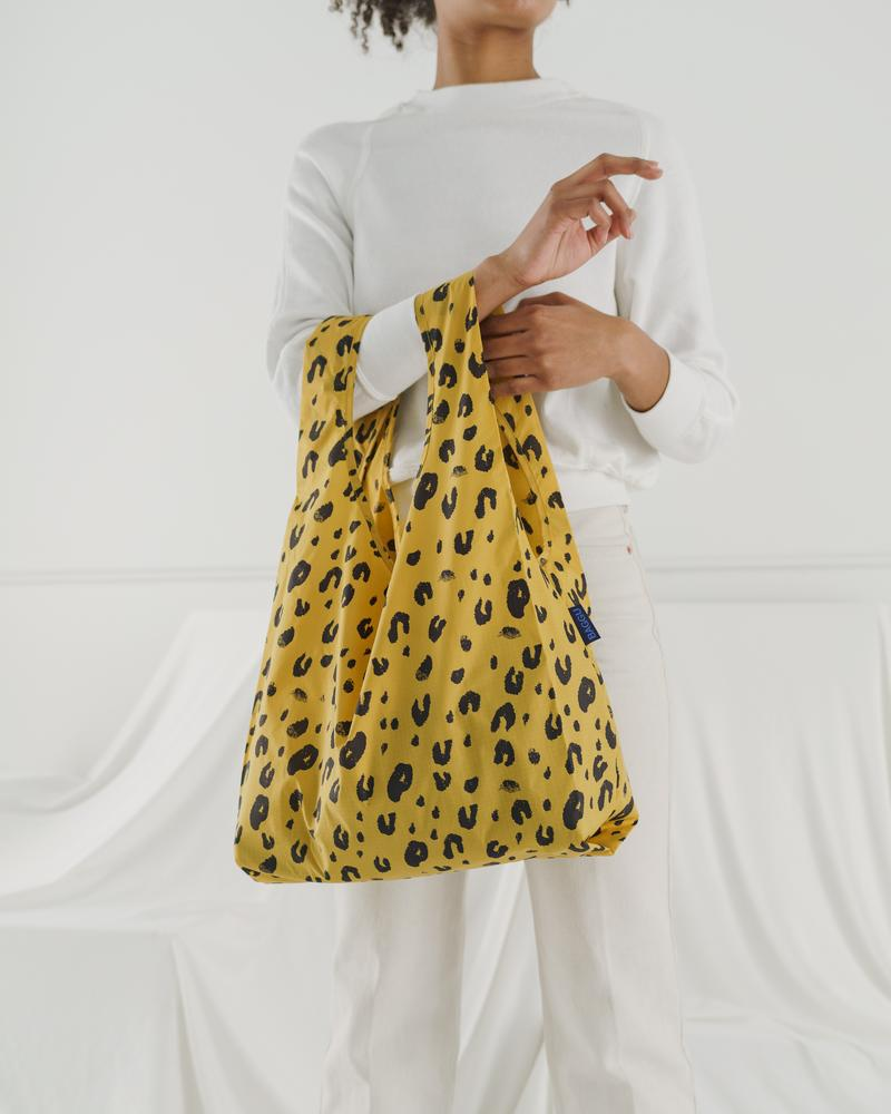 A perfect shopping tote for lunches, the Standard Baggu in Leopard.