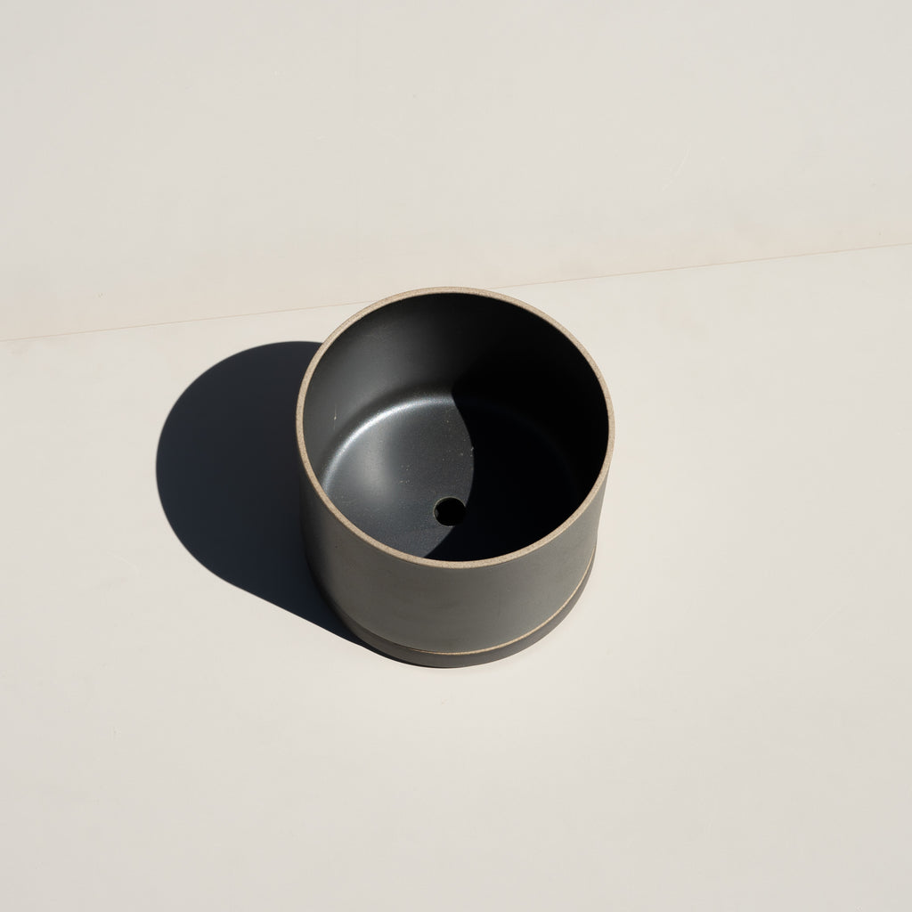 The Hasami Porcelain Planter in black has a drainage hole.