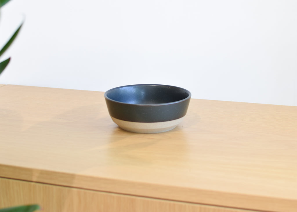 A front view of the Ceramic Lab Bowl from Kinto in black.