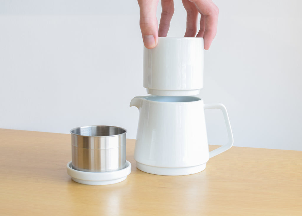 The Faro Coffee Pot Set features a reusable steel coffee filter.