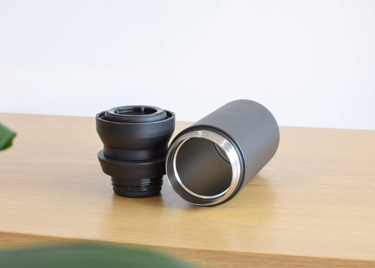 The Kinto 350 ml Travel Tumbler in black features a smartly designed two piece lid.