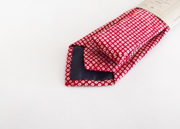 Kiriko Red Shibori Tie pattern shown in detail.