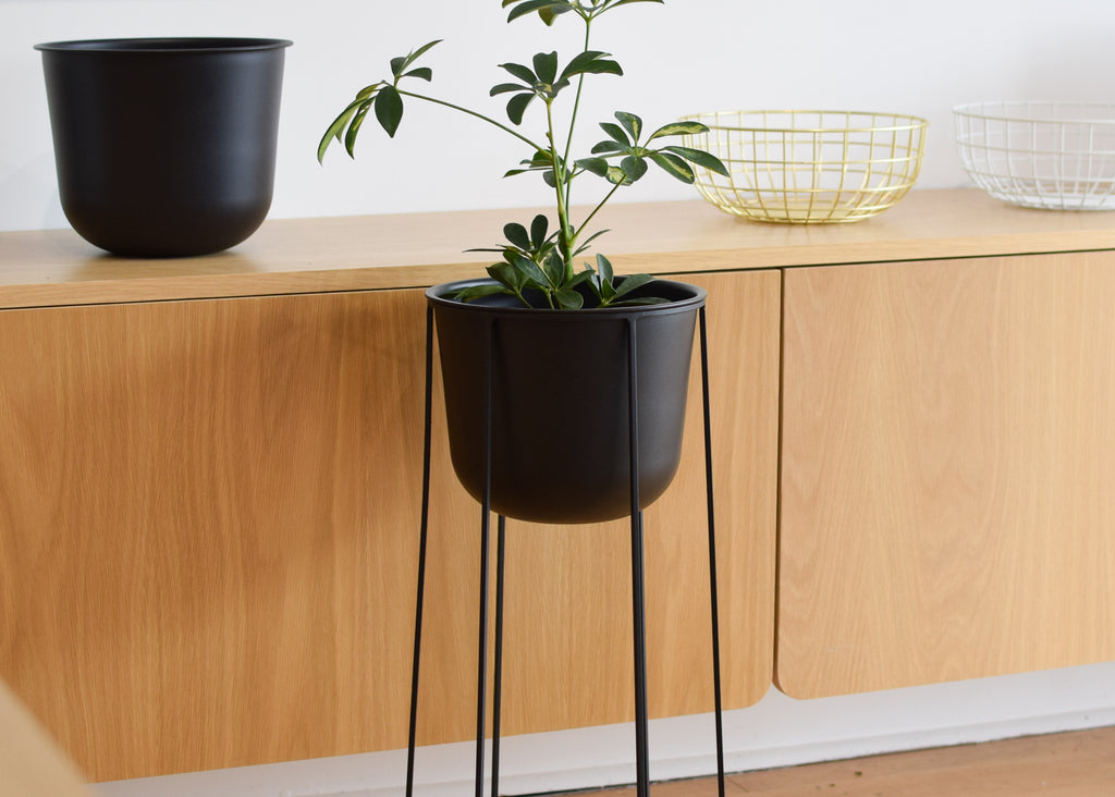 Made of powder coated steel, the Wire Pot and Wire Base are designed to fit together.