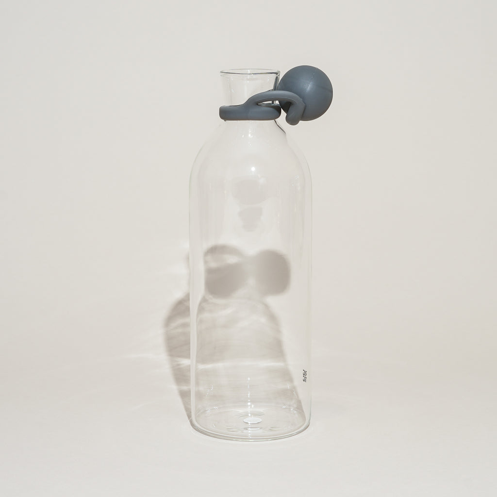 Th Cool-It Water Carafe from Rig-Tig by Stelton has a smart rubber stopper to cap liquids.
