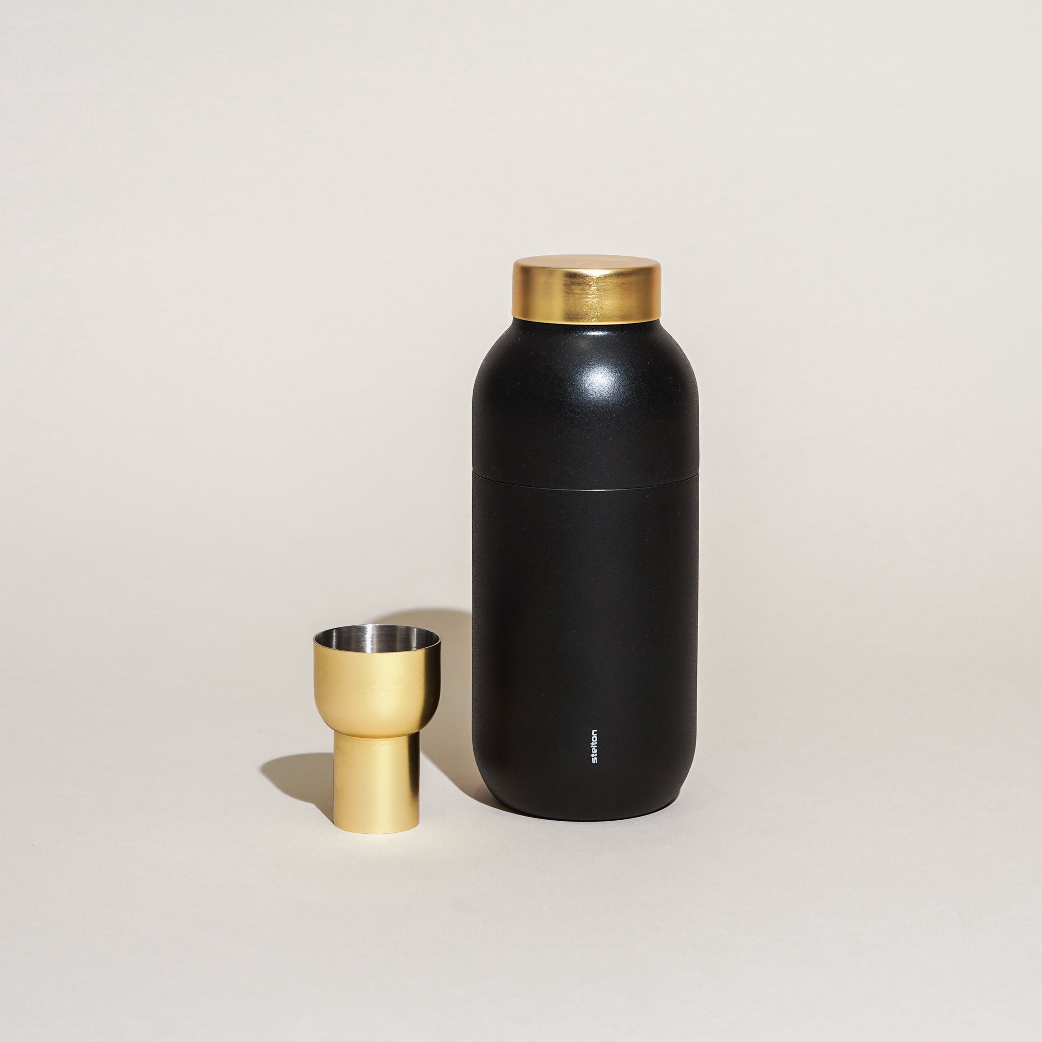 The Collar Cocktail Shaker from Stelton.