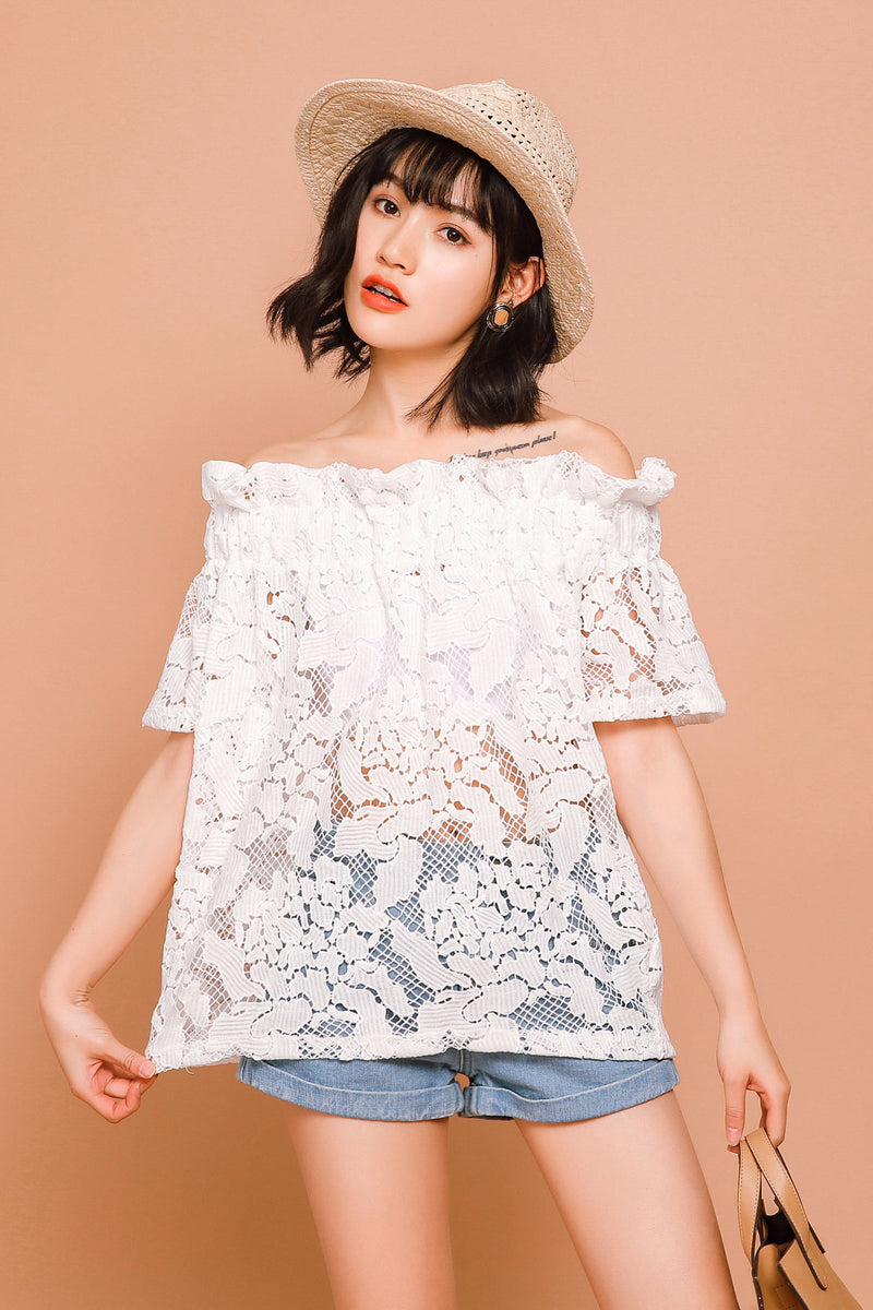 Sweet Lace Shirt With Elastic Lotus Sleeves