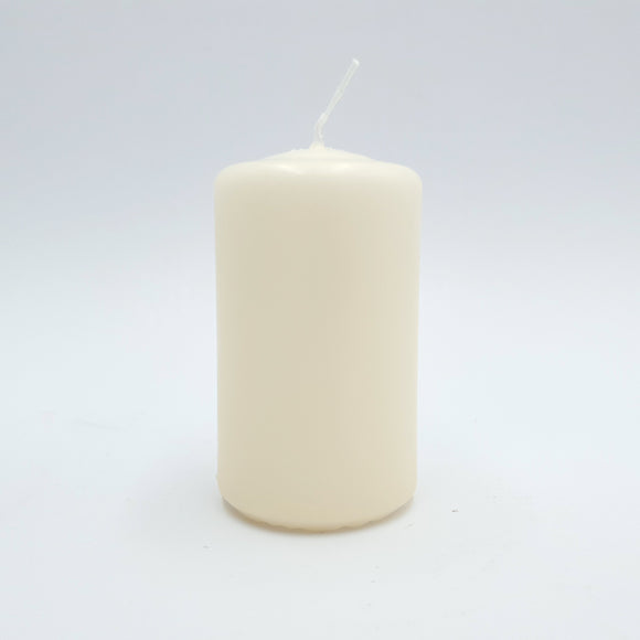 Powderpressed candle ⌀ 6x10 cm, white