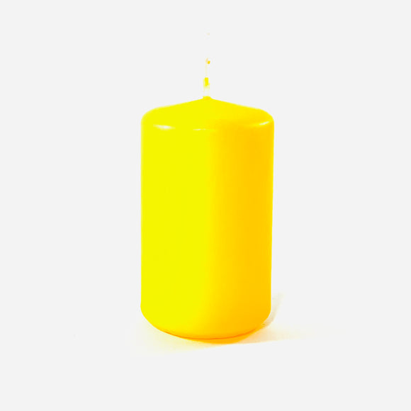Powderpressed candle ⌀ 6x10 cm, yellow