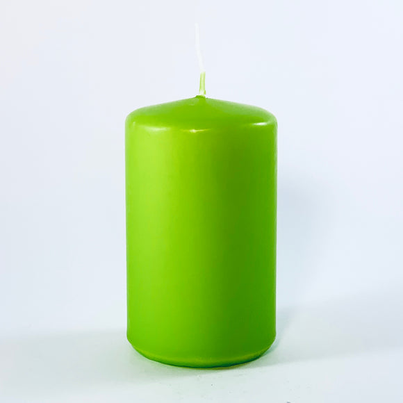 Powderpressed candle ⌀ 6x10 cm, lettuce green