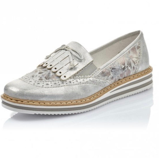 RIEKER | WHITE LOAFER WITH BROGUE DETAIL