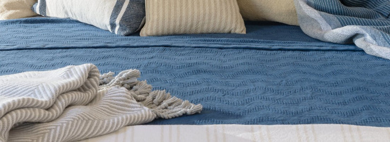 What are the differences between cotton and linen blankets?