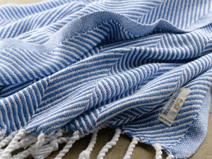 Monhegan White/Baja Blue throw close-up image.