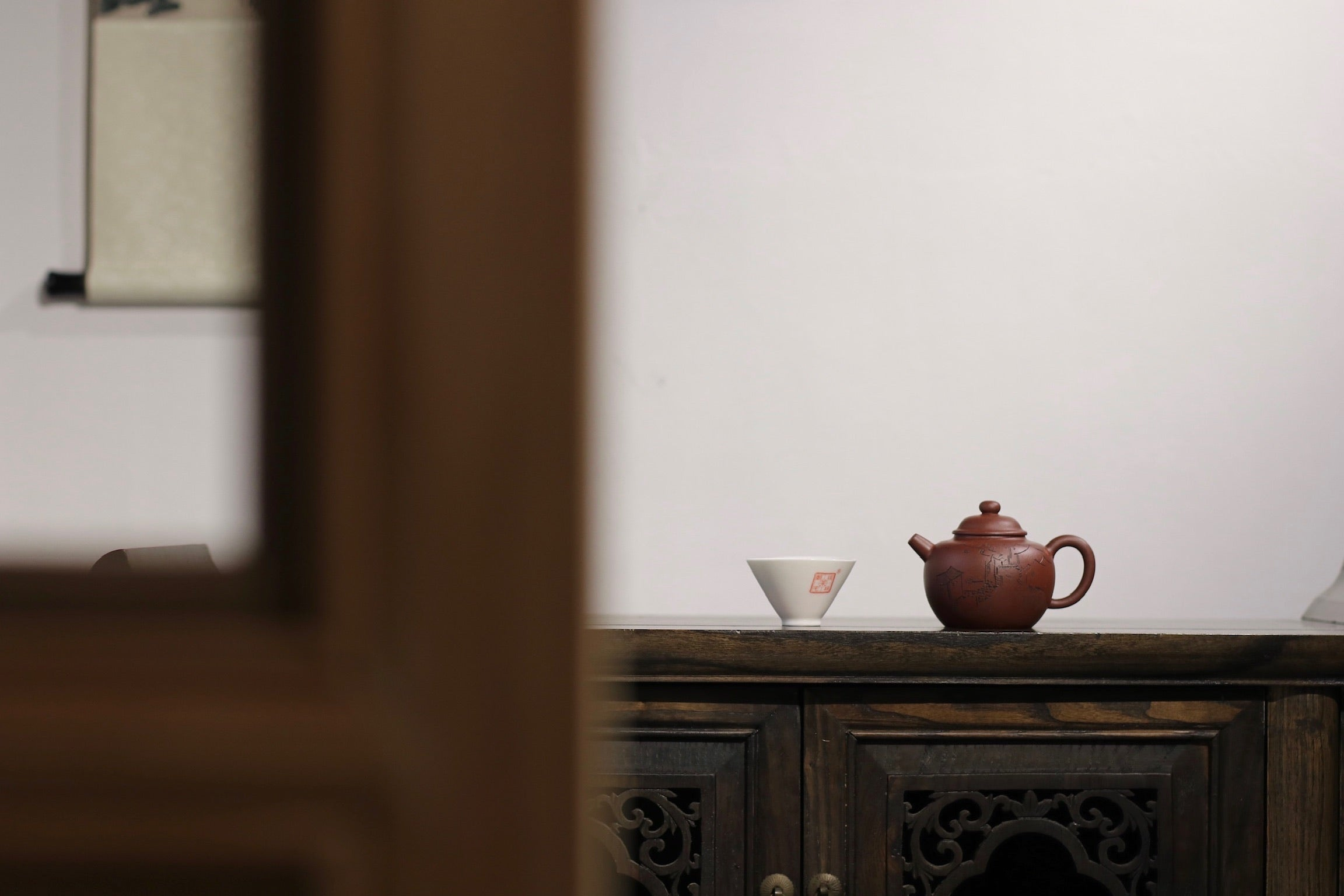 Yuan Ju Lun Hu 王建芳 圆巨轮 250ml with 朱婷. carving 江南 aged zini - The Phans Yixing Zisha Teapot