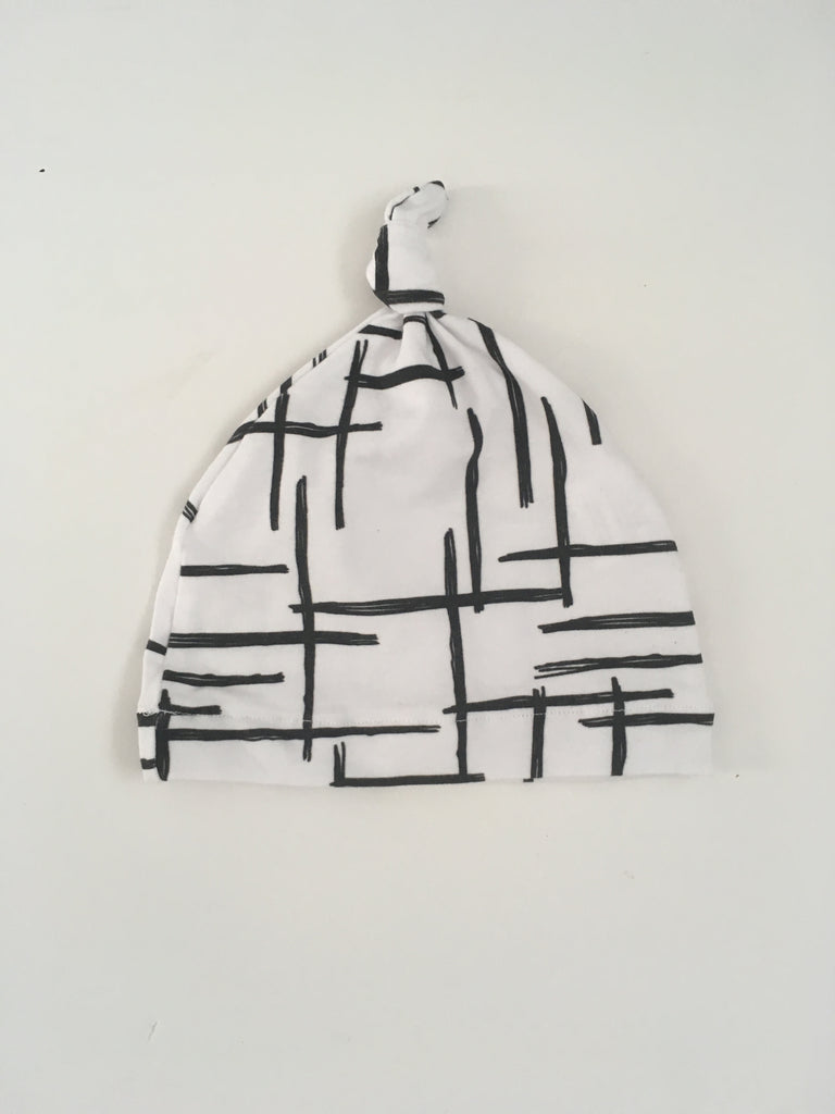 Matching abstract line beanie