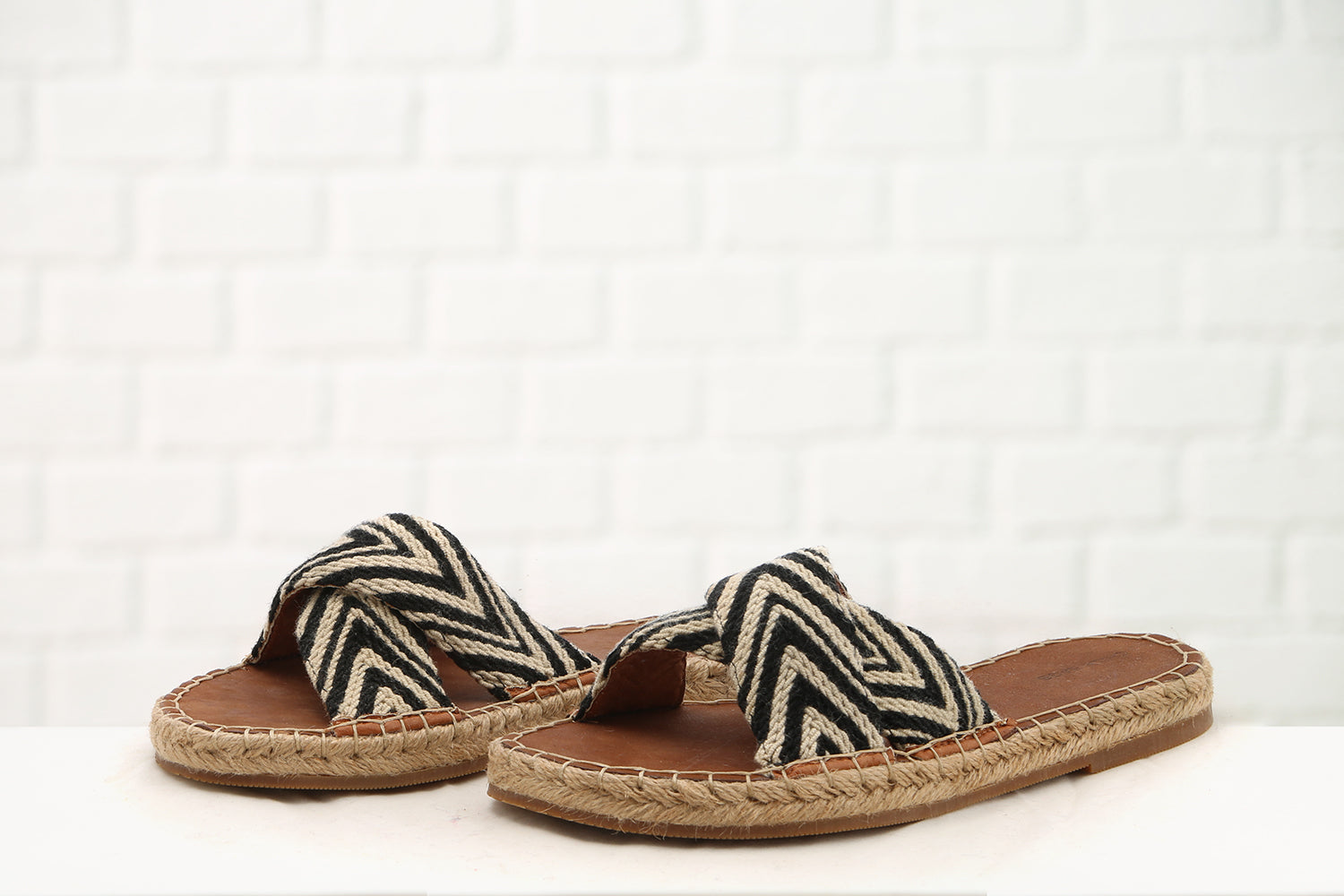 Mimi N Cross Sandals