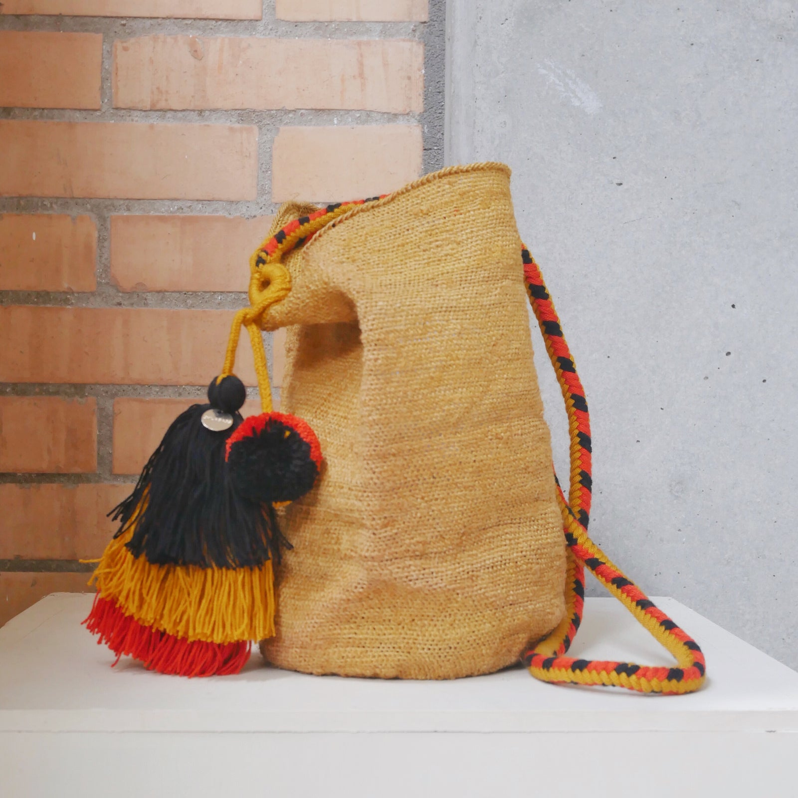 Fique Bag with Wayuu Accessory