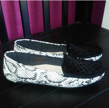 Load image into Gallery viewer, Jamaica-02 Snake Skin Loafer