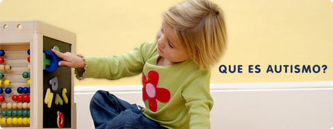 autistic girl playing with magnetic letters, heading que es autismo?