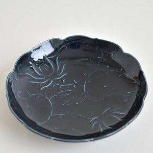 Embossed Peony flower & Arabesque Dish 6 in (Deep Blue) ; Haruya Abe