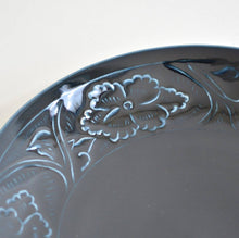 Load image into Gallery viewer, Embossed Peony flower Dish 8.6 in (Deep Blue)  ; Haruya Abe