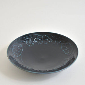Embossed Peony flower Dish 8.6 in (Deep Blue)  ; Haruya Abe