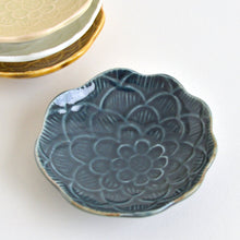 Load image into Gallery viewer, Peony mini plate (blue) ; Haruya Abe