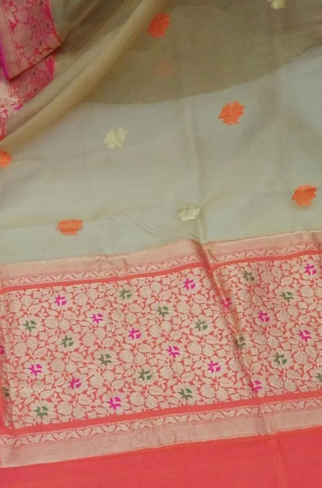 Off White Handloom Banarasi Pure Kora Silk Saree - Luxurionworld