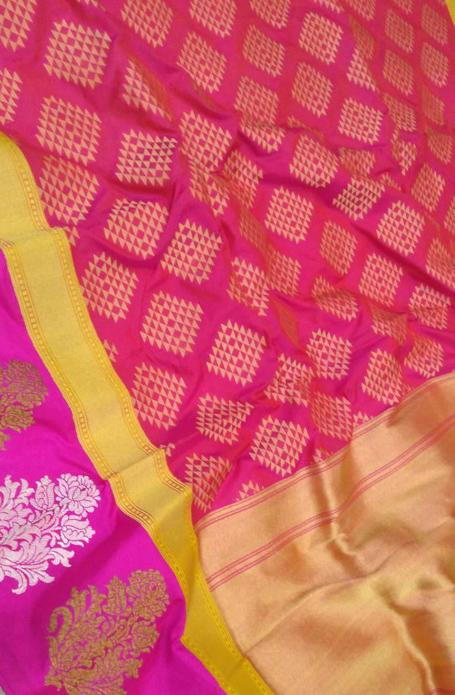 Pink Handloom Banarasi Silk Georgette Saree - Luxurionworld