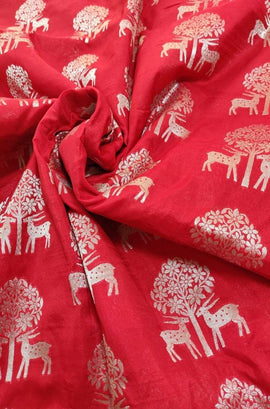 Red Handloom Banarasi Silk Gold & Silver Zari Fabric (1.5 mtr) - Luxurionworld