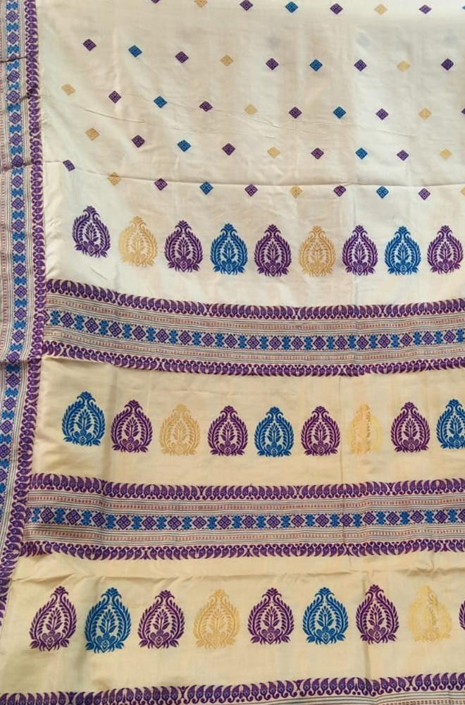 Off White Handloom Assam Moonga Silk Saree - Luxurionworld
