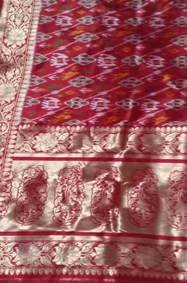 Red Handloom Ashavali Pure Silk Dupatta - Luxurionworld