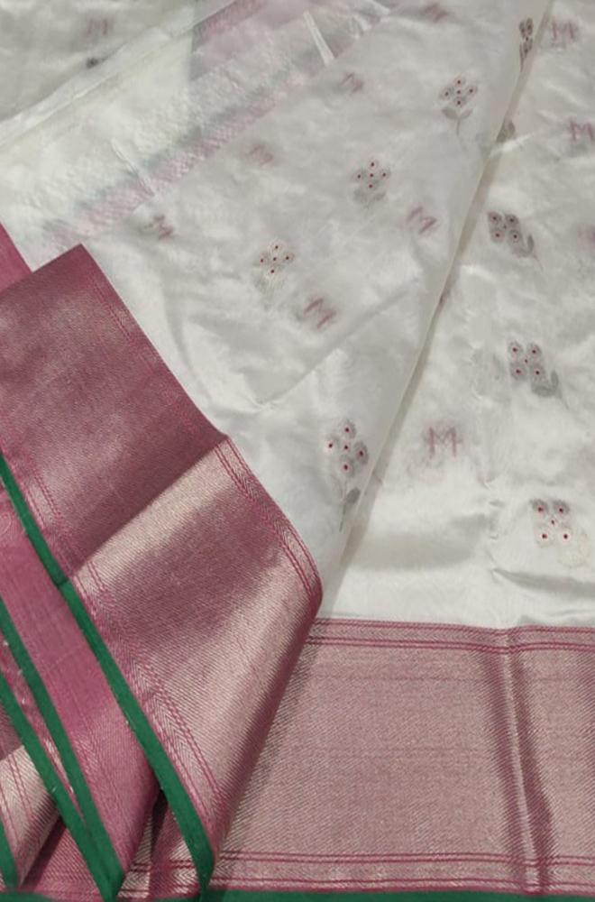 Off White Handloom Chanderi Pure Silk Flower Design Saree With Green Border - Luxurionworld