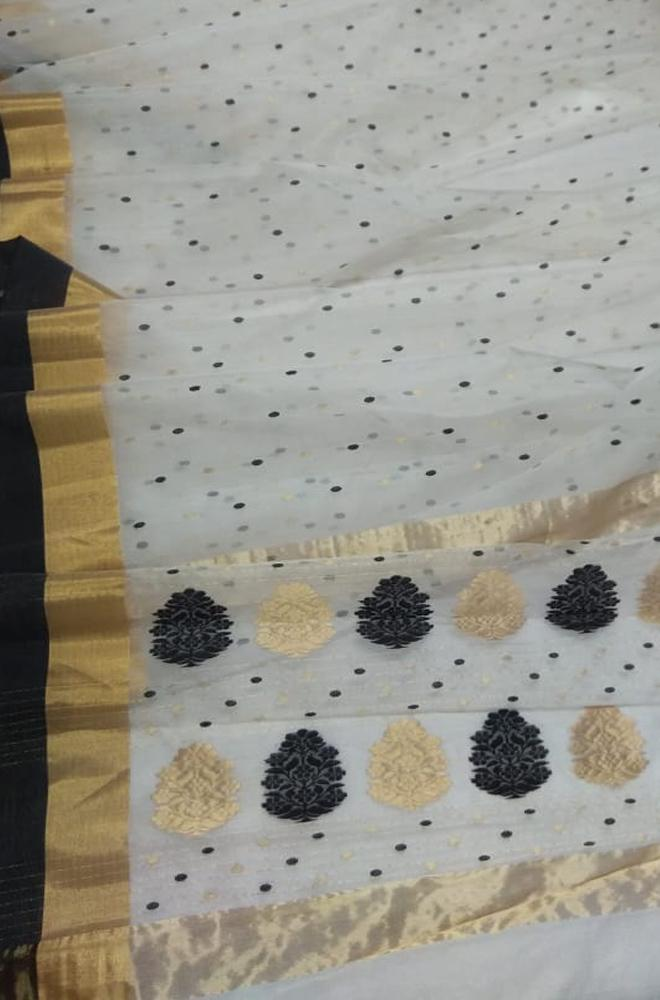 Off White Handloom Chanderi Pure Katan Silk Saree With Black Border - Luxurionworld